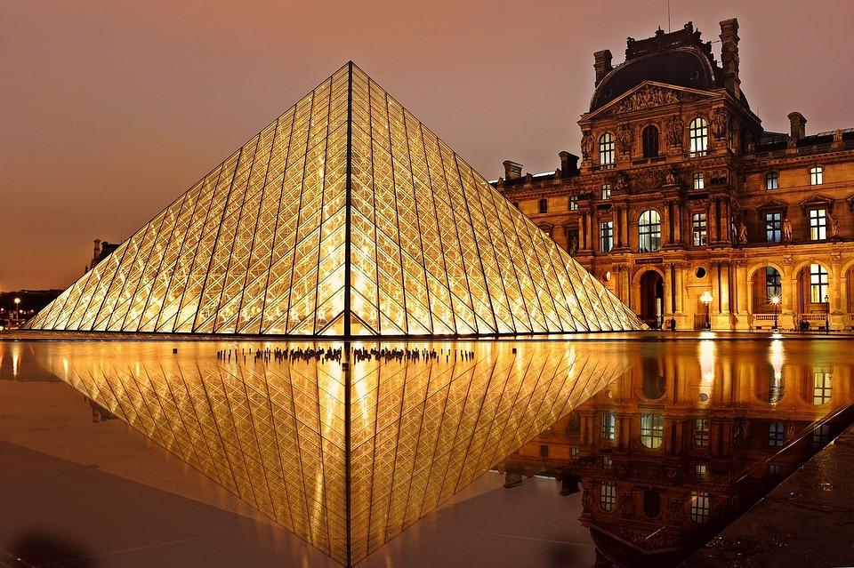 louvre-parizs