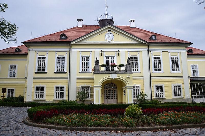 Röjtökmuzsaj kastély