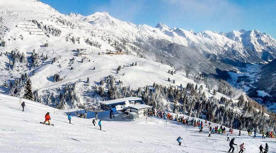 Arlberg Az Arlberg a leghíresebb osztrák síterepek egyike. A síelők körében St. Anton, Zürs és Lech sípályáinak neve a legendásan jó síeléssel kapcsolódik össze.