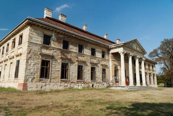 Lovasberény Cziráky-kastély